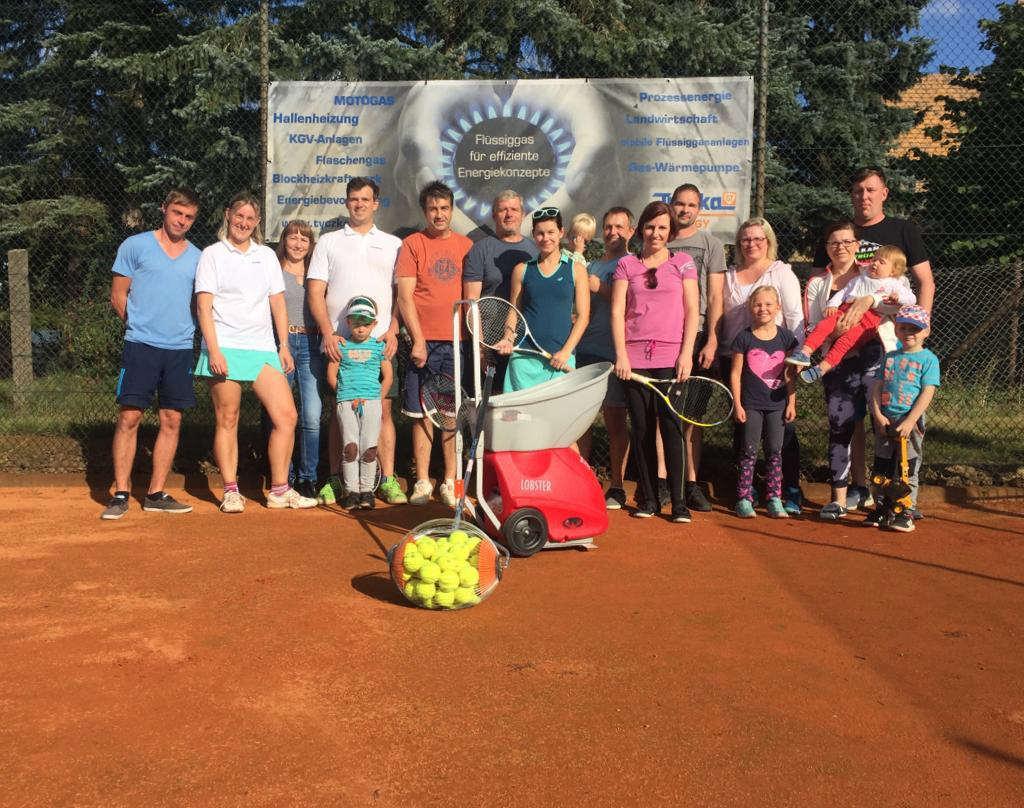 Verein präsentiert Ballwurfmaschine