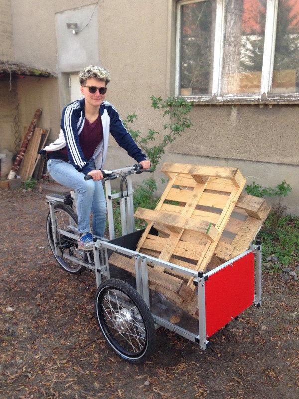 Transport von zwei Paletten mit dem Lastenrad