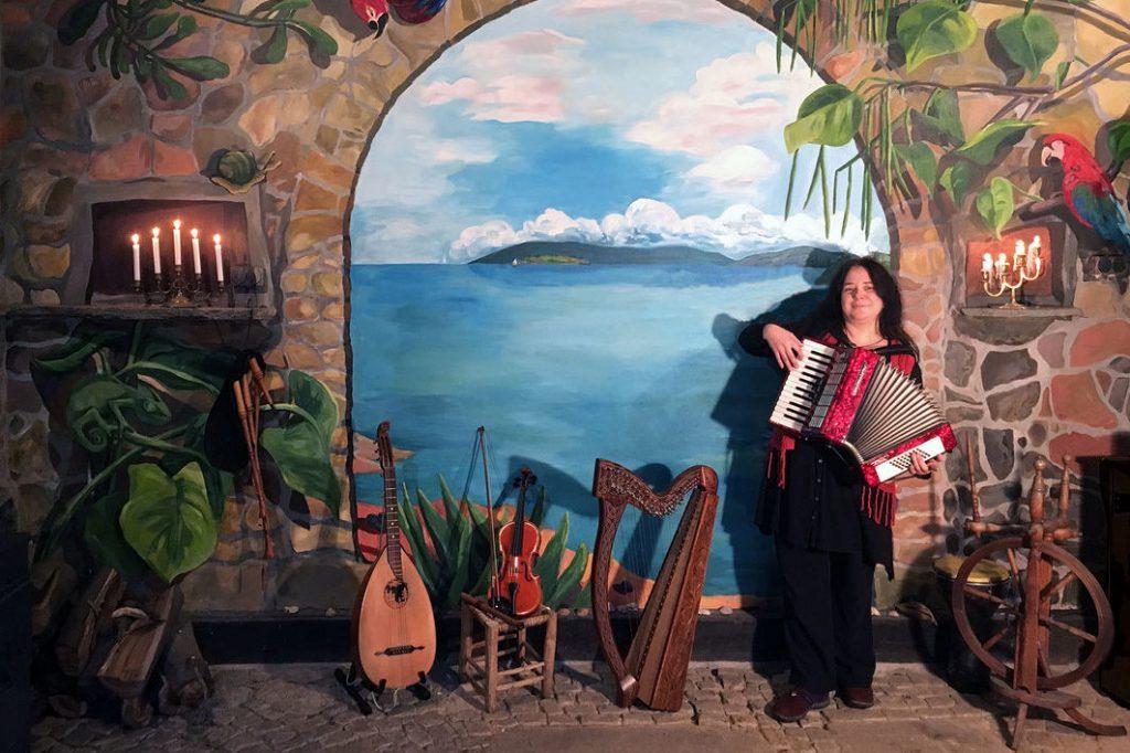 Marion Quitz und ihre ganzen Musikinstrumente