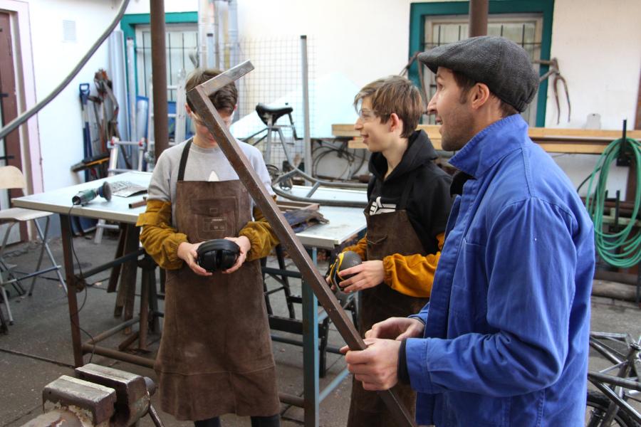 Kinder und Jugendliche sind in der offenen Werkstatt vom MEHRWEG e. V. willkommen.